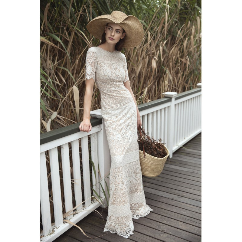 Divine Atelier 2018 Irene Lace Sweep Train Garden Vintage Champagne Short Sleeves Scoop Neck Column Wedding Dress 0