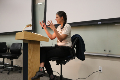 Valeria Luiselli engages the audience in the details of young migrant children_s stories. She explains that many children leave their home country due to violence. (photo Evelyn Moreno